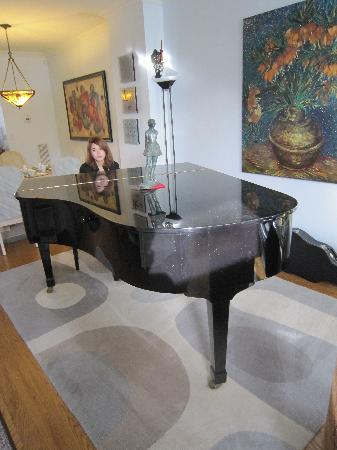 Clinton and Bloor B&B: piano