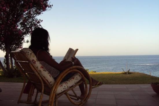 Los Canos de Meca, Spain: Amanecer... Entre el arrullo de la brisa del mar, las primeras luces del sol... y un buen libro.
