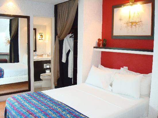 Villas Las Anclas: Our upstairs bedroom with bath