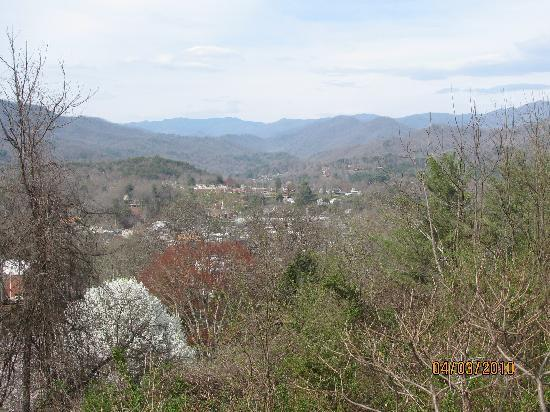 Ridge Top Motel & Campground: Looking down on Bryson City from The Ridge Top Motel.