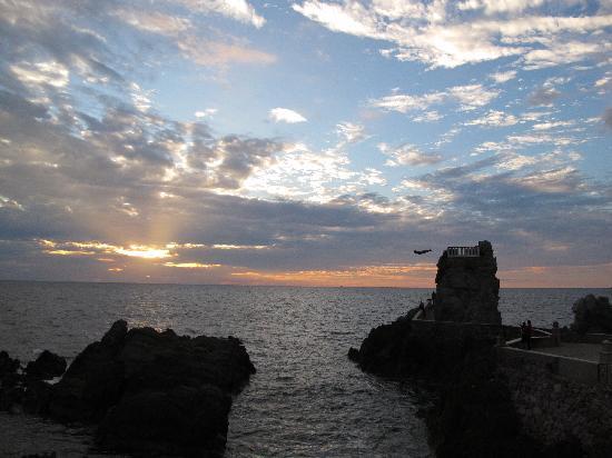 El Cid Castilla Beach Hotel: cliff diver