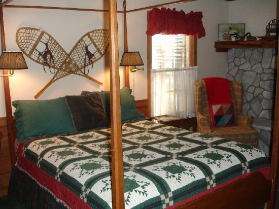 Strawberry Creek Inn: Evergreen room