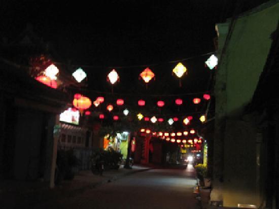 Hai Au Hotel : Night in the old quarter