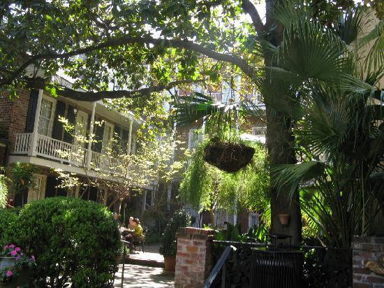 Merveilleux Place Du0027Armes Hotel: Courtyard Foliage.