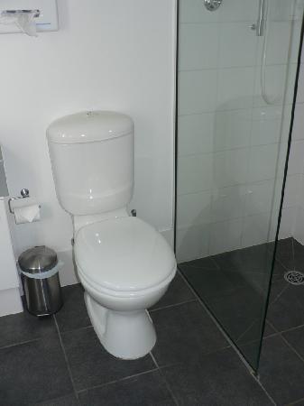Airport Christchurch Luxury Motel & Apartments : Clean bathroom