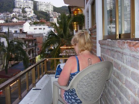 Hotel Posada Lily: me drawing on the balcony