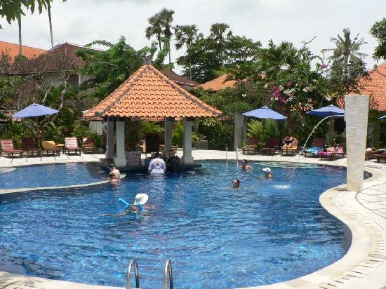 Puri Raja: Main pool at the beach end