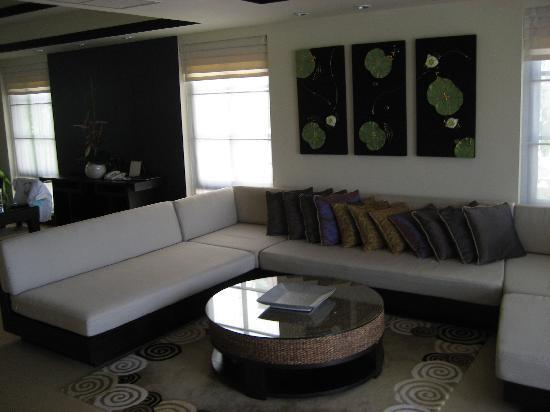 Dusit Thani Laguna Phuket: villa living room