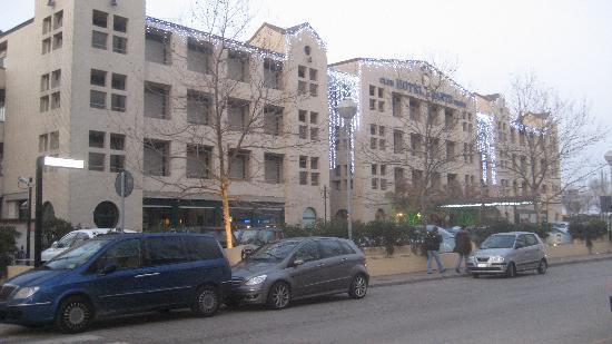 Hotel Club Dante : La facciata su Via Milazzo