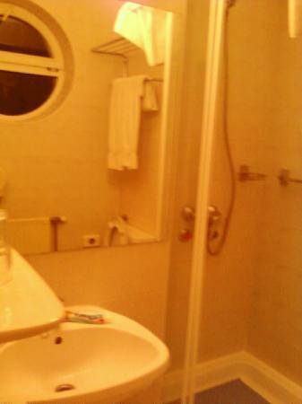 Lido Hotel Budapest: è questo è un bagno da 5 stelle???