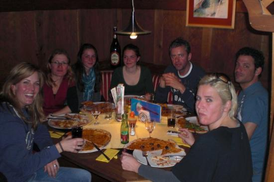 Pizzeria Giuseppe: Last dinner at Zell am See... Pizza!!