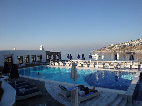 Piscina agua salada foto di petasos beach hotel spa for Piscina agua salada