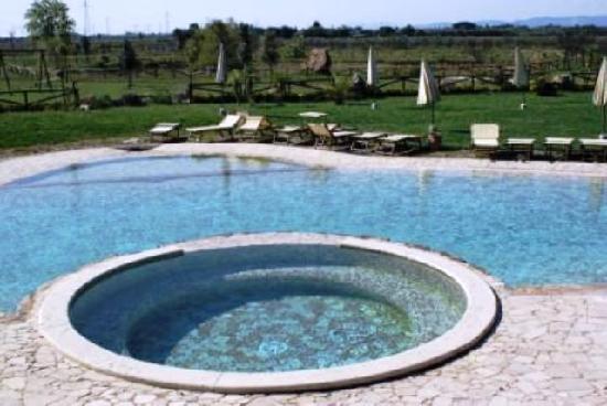 Gualdo del Re: piscina