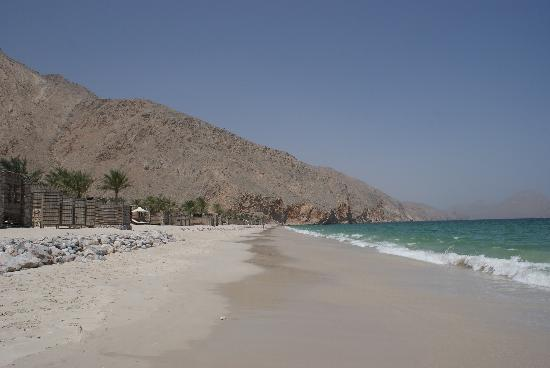 Six Senses Zighy Bay: The beach lined with the beachfront villas