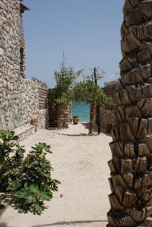 Six Senses Zighy Bay: alleyway between villas down to the beach