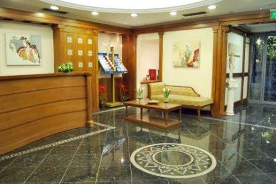 AVA Hotel Athens: Hotel lobby