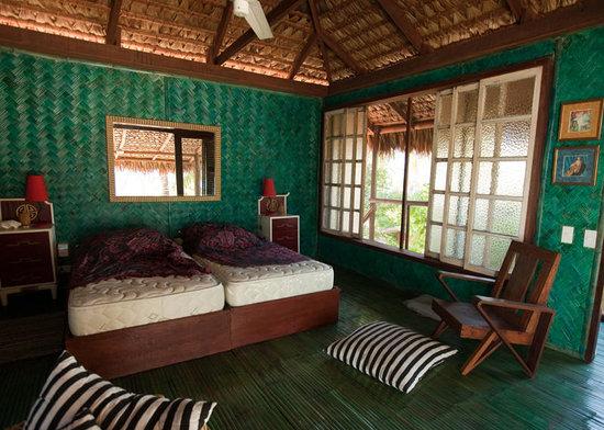 Mangenguey Island: shabby chic cottage
