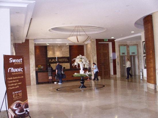 Ajax Hotel: Lobby