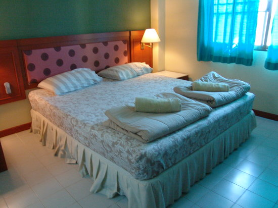 Sunwest GuestHouse: Main bed