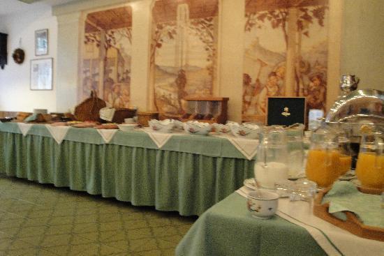 Igeler Säule: Breakfast spread