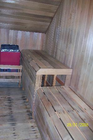 Hot Tub Hideaway: Sauna in Red Room
