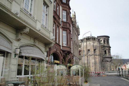 Romischer Kaiser : Our hotel steps to Porta Nigra