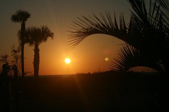 Sabal Palms Inn: Sunset taken from the balcony outside unit 5.