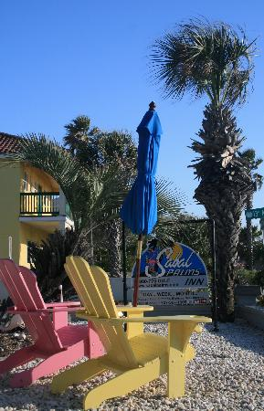 Sabal Palms Inn: They have chairs outside the front of the units to sit in and watch the sunsets.