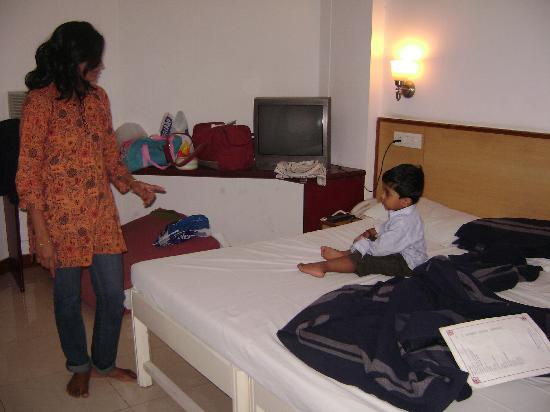 Hotel Shikha: Perfect room setting.