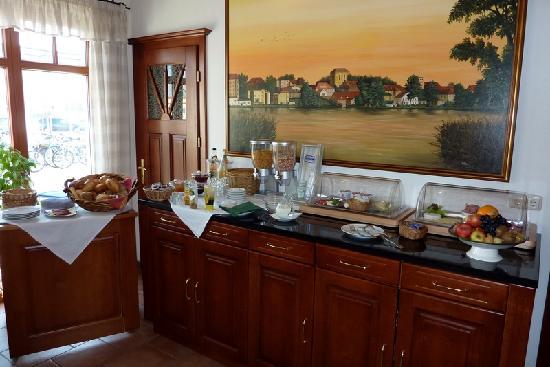 Gasthof Strausberg Nord: Breakfast spread