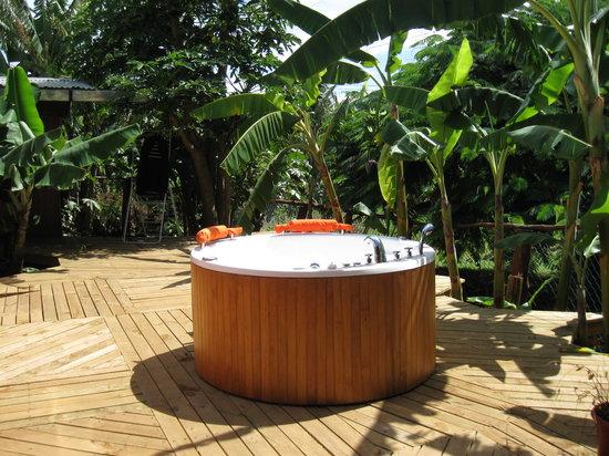 Kaimana Inn Hotel & Restaurant: La Jacuzzi nell'area comune