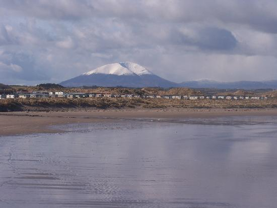 Lake View House B&B: Enniscrone with Mount Nephin in background