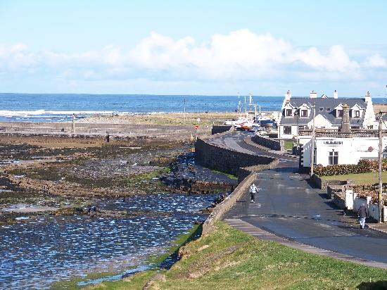 Lake View House B&B: Enniscrone towards the seaweed baths