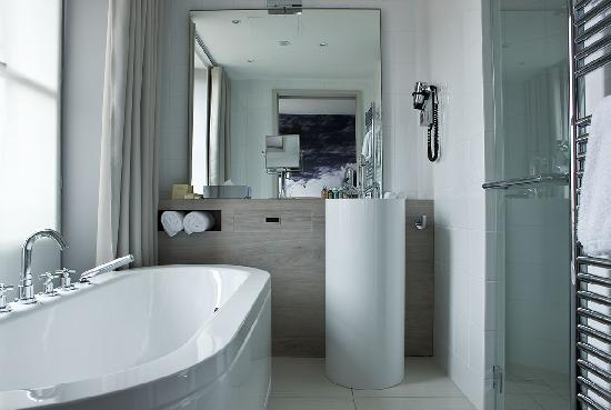 Le Grand Balcon: DELUXE BATHROOM