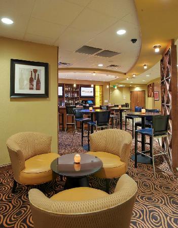 DoubleTree by Hilton Austin - University Area: FUSE drink