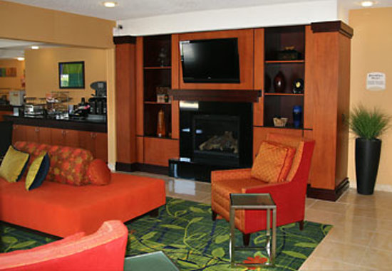 Fairfield Inn & Suites Norman: Norman, OK hotel lobby