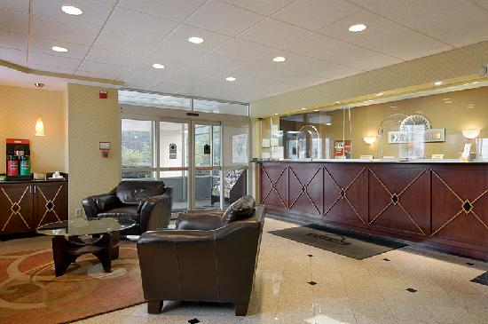 Days Inn Silver Spring: FRONT DESK & LOBBY