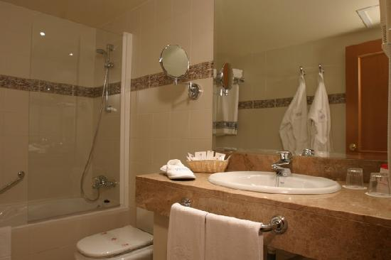 Guitart Gold Central Park Resort & Spa: baño, restroom, Guitart GOLD Central Park, Lloret de Mar