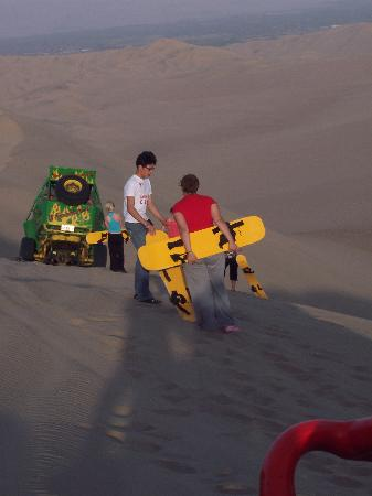 Huacachina, Pérou : sandboarding very cool