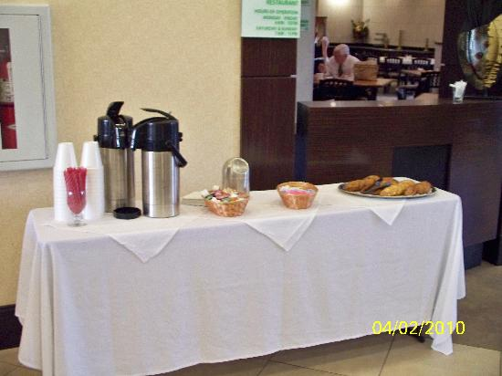 Holiday Inn & Suites Waco Northwest: Cookies and Coffee