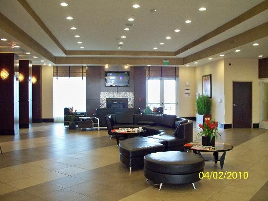 Holiday Inn & Suites Waco Northwest: Back portion of lobby