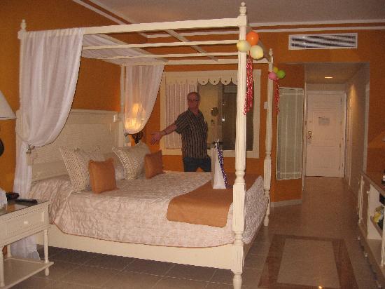 merveilleux chaud et tres beaux grand bahia principe. Black Bedroom Furniture Sets. Home Design Ideas