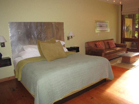 Desert Pearl Inn: The room