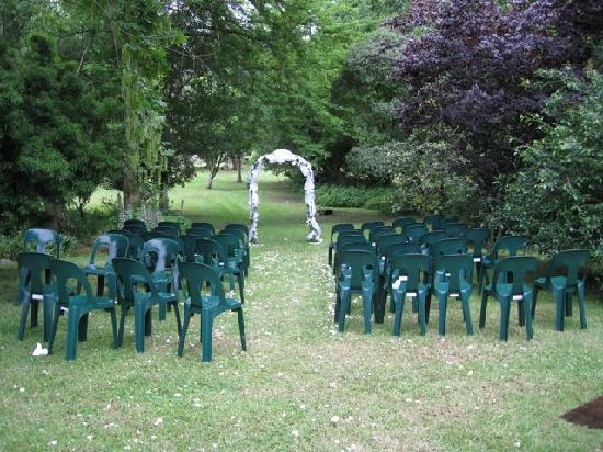 Caversham Mill: Lawn with wedding ceremony area