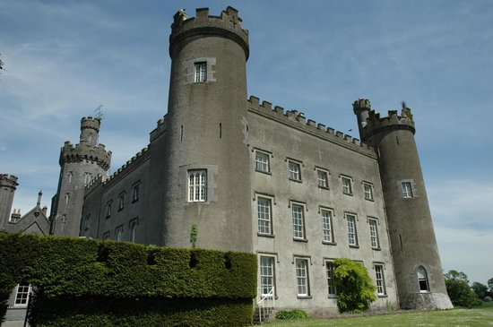 Hrabstwo Westmeath, Irlandia: Tullynally Castle - view from the gardens