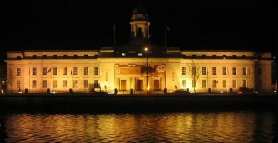 Vue de nuit de la Mairie de Cork