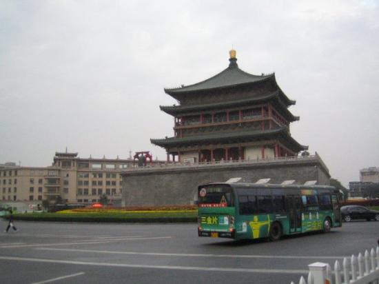 Bell Tower (Zhonglou): 이곳이 시안의 한 복판 종루(bell tower). 지도에서 보면 정말 시안성의 정 가운데 위치해있다.