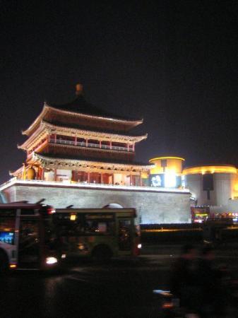 Bell Tower (Zhonglou): 종루의 야경