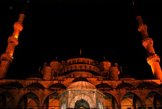 Hotel Mina: Blue Mosque by  night