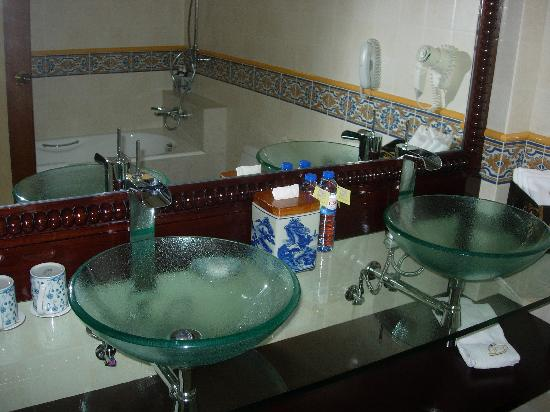 Pousada de Mong-Ha: Suite Bathroom